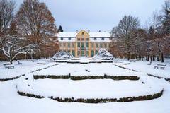 Snöig landskap av abbotss slott i Oliwa Royaltyfri Foto