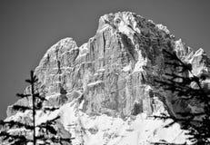 Snöig landskap av Dolomitesberg under vinter Royaltyfri Bild