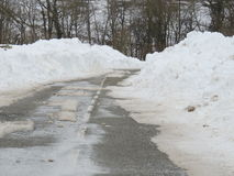 Snöig landsväg Arkivfoto