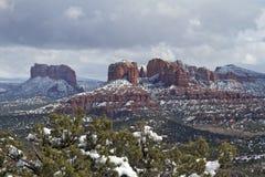 snöig liggandesedona Arkivbild