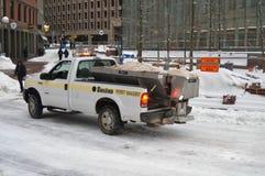 Snöig lokalvård efter vinterstorm i Boston, USA på December 11, 2016 Arkivbild