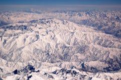 Snöig maxima på berglandskap Jordyttersida Miljöskydd och ekologi reslust och lopp jorda en kontakt vårt Royaltyfri Bild