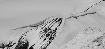 Snöig maximum i bergskedjan Royaltyfri Foto