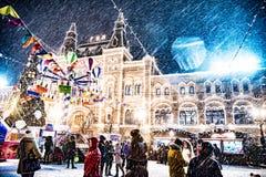 Snöig Moskvamitt för nytt år arkivbild