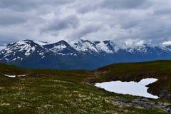 Snöig mountainrange Arkivbild
