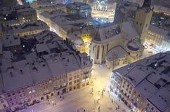 Snöig panorama av Lvov på julafton Royaltyfri Fotografi