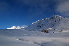 Snöig panorama i berg Royaltyfri Bild