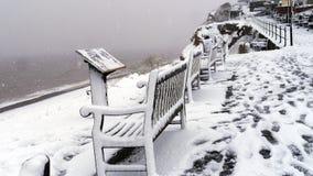 Snöig plats ovanför en strand i Budleigh Salterton Devon i England fotografering för bildbyråer