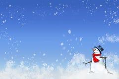 Snöig snögubbe mot en vintrig blå bakgrund Fotografering för Bildbyråer