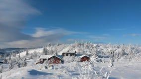 Snöig stuga Royaltyfria Bilder