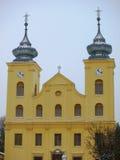 Snöig tak av kyrkan Arkivbild