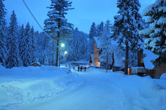 snöig väg Arkivfoto