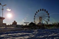 Snöig väg i den Abovyan staden i vinter Arkivbilder