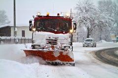 Snöig vägar för underhåll royaltyfri bild