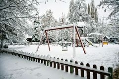 Snöig vinter royaltyfria bilder