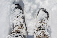 Snöig vinterkängor Royaltyfria Bilder
