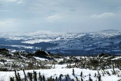 Snölandskap i den Dartmoor nationalparken Royaltyfri Bild