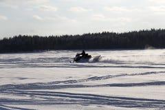 Snömobil på isen Royaltyfria Foton