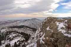 Snön täckte utlöpare av Colorado ` s Rocky Mountains Arkivfoto