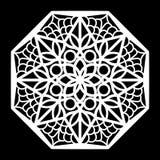 Snöra åt den pappers- doilyen för rundan, den spets- snöflingan som hälsar beståndsdelen, laser-snittmallen, doily för att dekore Royaltyfria Foton