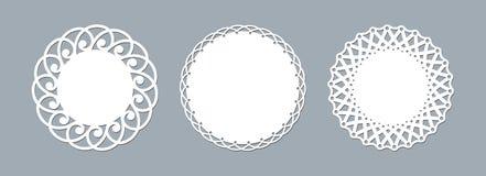 Snöra åt doilylaser klipper den pappers- runda modellen för modellprydnadmallen av en rund vit snör åt ramen för doilyservettlase vektor illustrationer