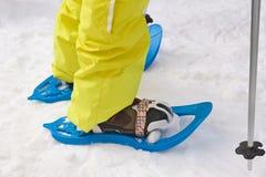 Snöracket- och kängautrustning snow den kiting floden skidar snöig sportvinter Royaltyfri Bild
