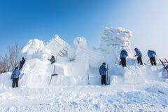 Snöskulpturer på den 27th Harbin isen och snöfestivalen i Harbin Kina Royaltyfria Foton