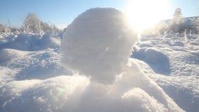 Snösol och kullar paradis för natur för sammansättningsdesignelement stock video
