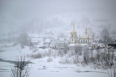 Snöstorm i byn Arkivbild