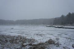 Snöstorm på floden för baksida för Weymouth ` s royaltyfri bild