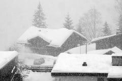 Snöstormen i Grindelwald skidar område Schweiziska fjällängar på vintern Royaltyfria Bilder