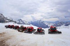 Snövessla parkerar på snö skidar semesterorten Royaltyfria Bilder