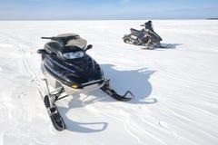 Snövessla snövesslor som Snowmobiling, roliga vintersportar Arkivbild