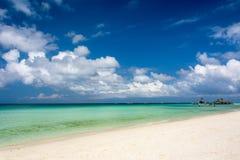 Snövit strand av den Boracay ön, Filippinerna Arkivbilder