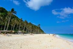 Snövit strand av Puka i Boracay, Filippinerna Royaltyfri Bild