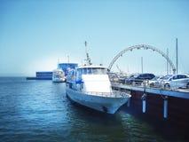 Snövit yacht Royaltyfria Bilder