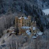 Sn?ig Hohenschwangau slott under vinter arkivbilder