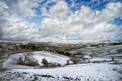Snö täckte Pennineheder, England Arkivbilder