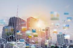 Snabb anslutning i staden abstrakt bakgrundsteknologi Royaltyfria Foton