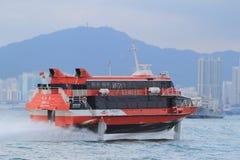 Snabb bärplansbåtfärja i hamnen av Hong Kong Fotografering för Bildbyråer