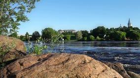 Snabb flödande flod Narva