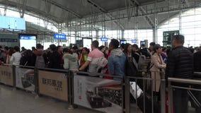 Snabb järnvägsstation för kinesisk trafik i kinesisk festival för nytt år lager videofilmer
