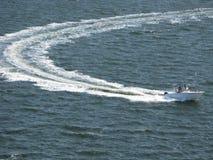 Snabb motorbåt Charleston Harbor South Carolina Arkivbild