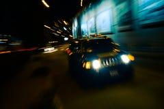 Snabb rasande exponering 4s för bil Royaltyfri Fotografi