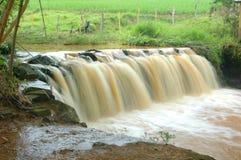 snabb vattenfall royaltyfri foto