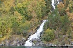 Snabb vattenfall i Norge, Skandinavien Royaltyfri Foto