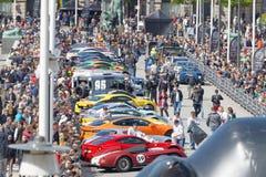 Snabba sportbilar för starten av den offentliga händelsen Gumball 30 Arkivbild