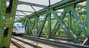 Snabbt Intercity drev p? bocken fotografering för bildbyråer