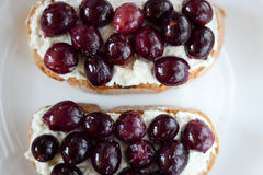 Snack with grapes and cheese Royalty Free Stock Photos