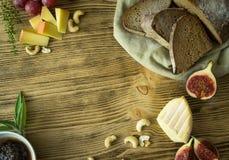 Snack mit Brot und Käse Lizenzfreies Stockfoto